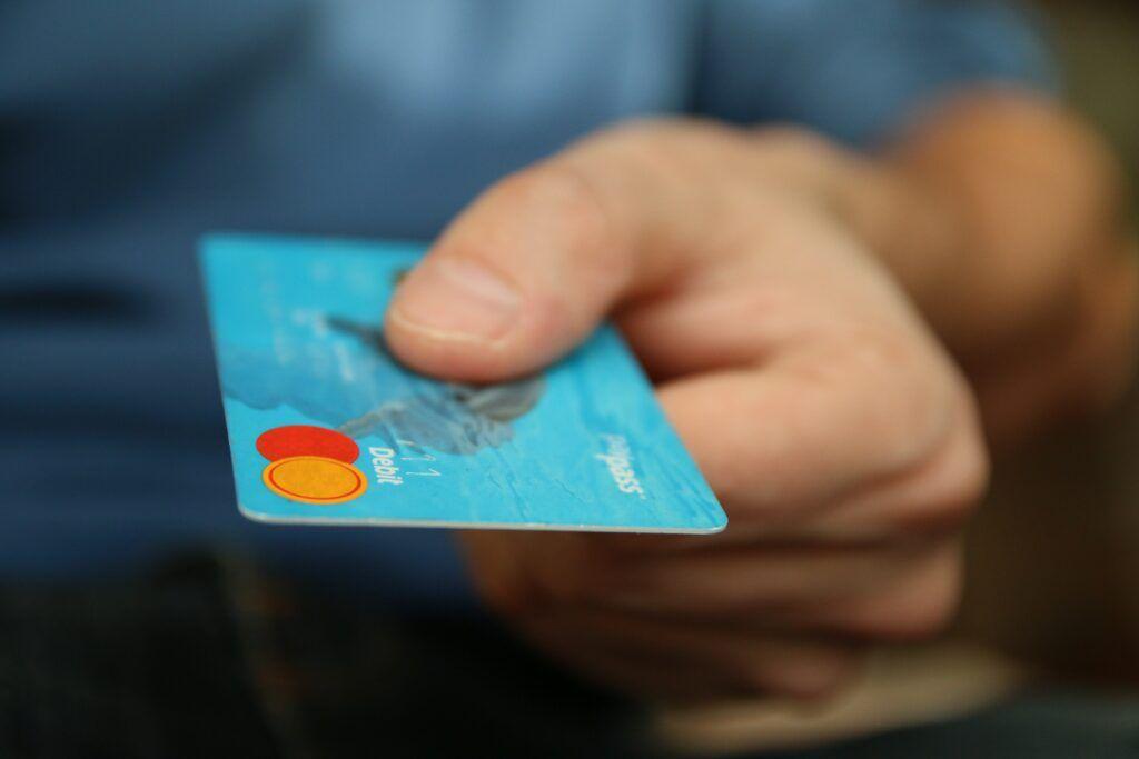 Každý ověřený e-shop umožnuje platby kreditní nebo debetní kartou.