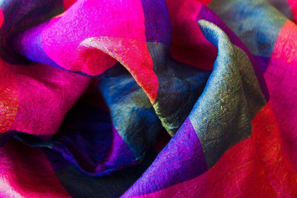 Šátek je univerzálním dárkem pro ženy každého věku.
