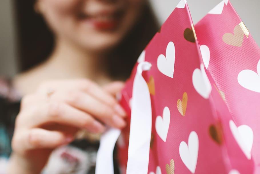 Tipy na dárky pro ženy – k Vánocům, narozeninám nebo jen tak
