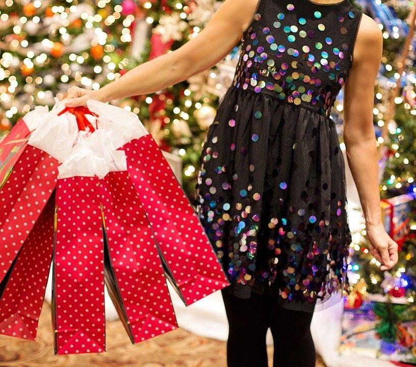 Díky předvánoční slevám lze většinu dárků nakoupit za zlomek původní ceny.