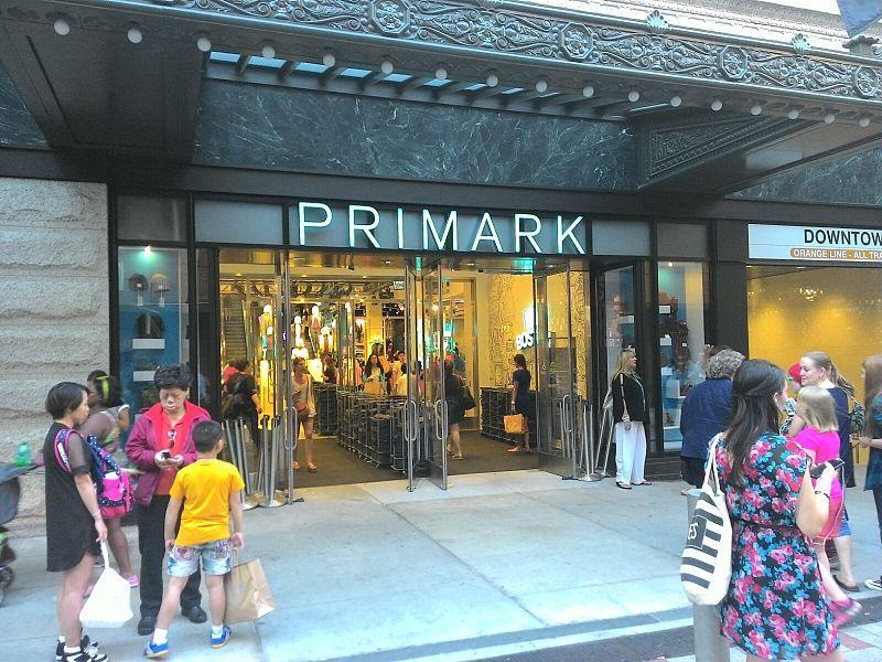 Irský módní řetězec Primark láká především na nízké ceny oblečení, obuvi a bytových doplňků.