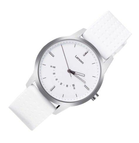 Tyto hodinky jsou lehké a vhodné i pro sportování.