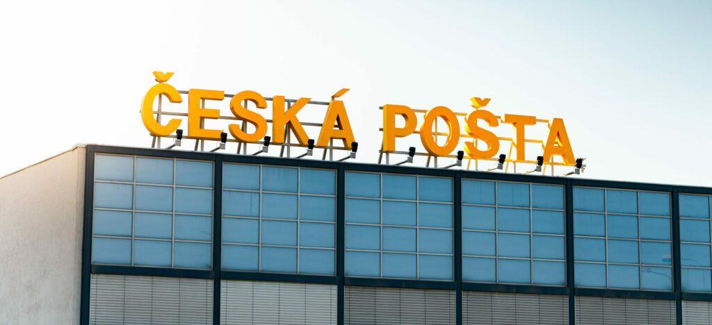 Česká pošta na limitu – přes milion zásilek v systému třídí i úředníci