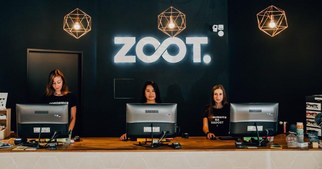 Zoot končí s vlastními výdejnami – nahradit je chce partnerskými pobočkami