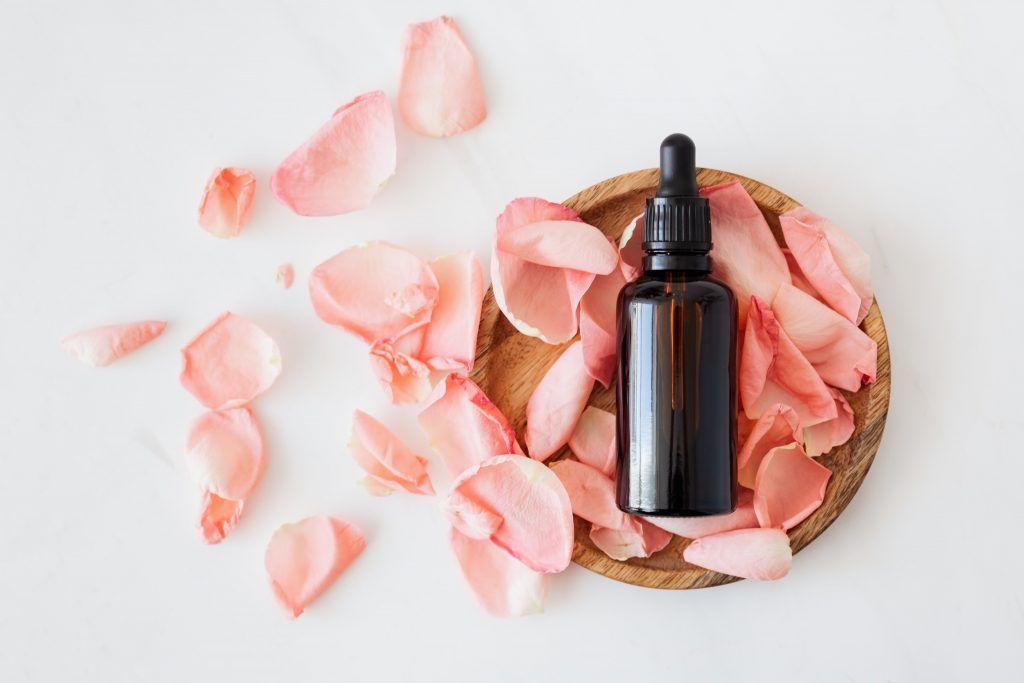 Kromě klasických erotických pomůcek je zde možné najít také afrodiziaka či masážní oleje a svíčky.