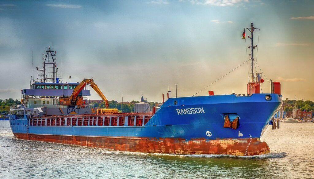 Kolaps lodní dopravy nadále přetrvává – v ohrožení jsou i vánoční dárky